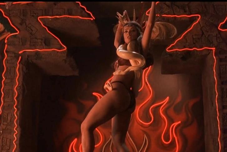 Фото №1 - Эпичное ВИДЕО, собранное из самых крутых танцев в 300 культовых фильмах!