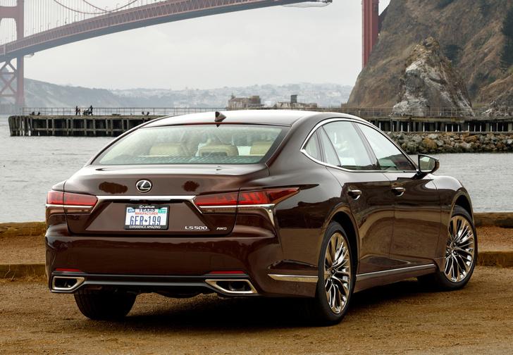 Фото №3 - Lexus LS — автомобиль, в котором сначала электрификация, а потом уже революция