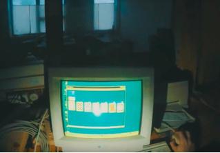 Сталкер исследовал заброшенный медицинский центр, нашел рабочий компьютер и поиграл в «Косынку» (ВИДЕО)