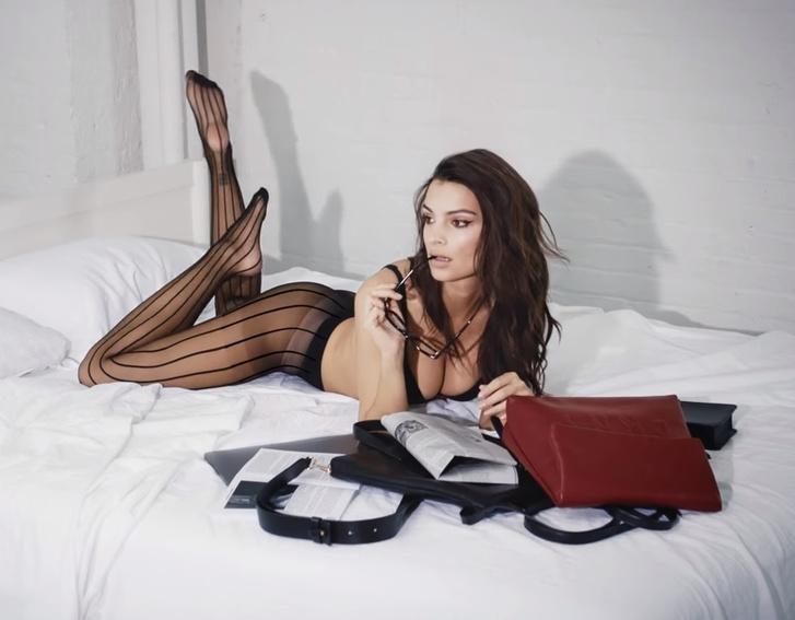 Фото №1 - Эмили Ратаковски снялась в рекламе нижнего белья! Мгновенно улучшающее настроение ВИДЕО