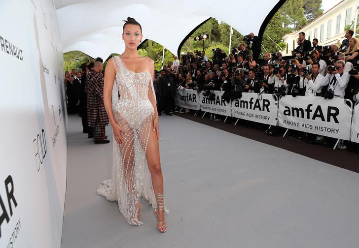 Фото №1 - Лучшие «голые» платья знаменитостей 2017 года