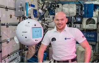 Робот с МКС обвинил экипаж в грубости