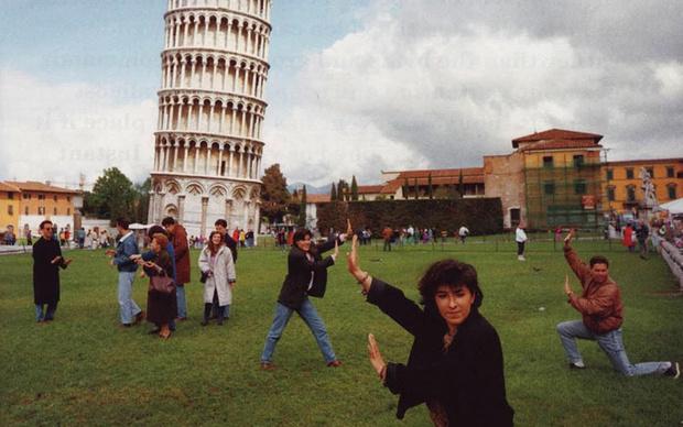 Фото №1 - Людей раздражают чужие фотографии из отпуска, доказали данные опроса