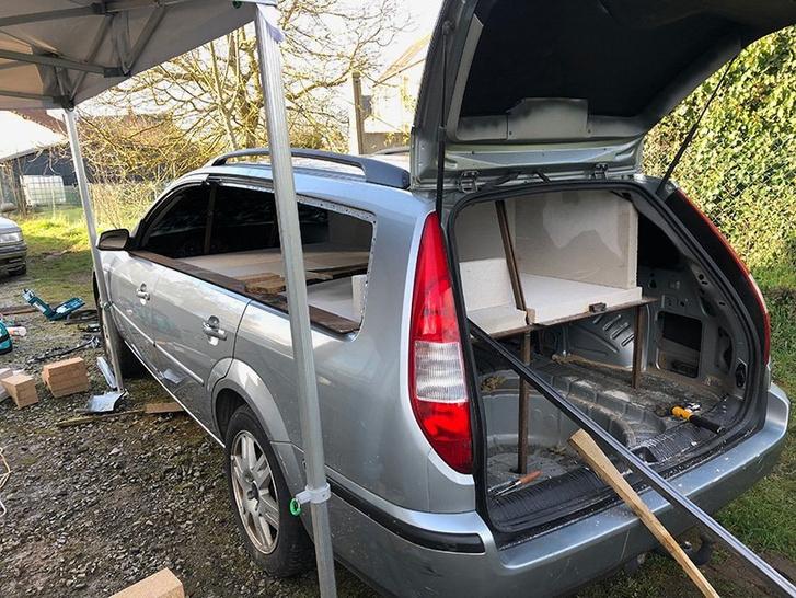 Фото №2 - Смачный лайфхак: как превратить старый автомобиль в печь (и варить в ней борщ)
