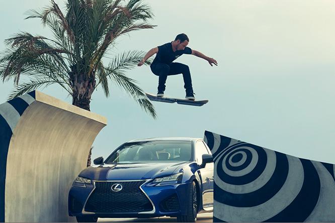 Фото №1 - Lexus показал, на что способна их летающая доска!