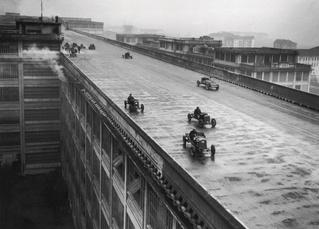 История одной фотографии: испытание машин на крыше завода Fiat, 1928 год