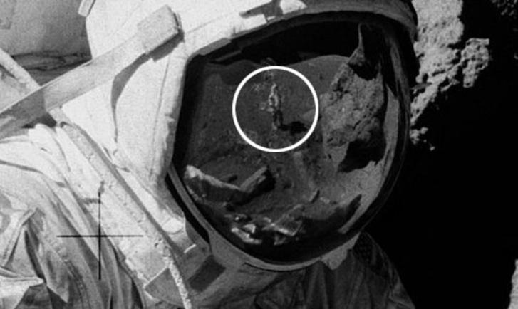 Фото №1 - Свежая конспирологическая теория, доказывающая, что американцы не высаживались на Луну!