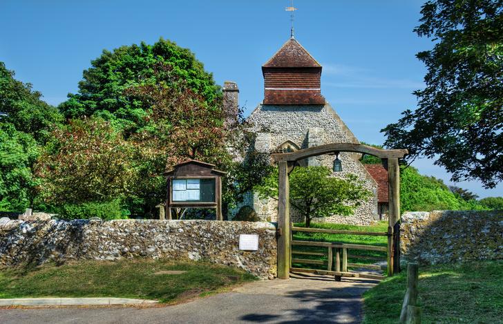 Фото №1 - В Англии сотовые передатчики разместят на шпилях церквей