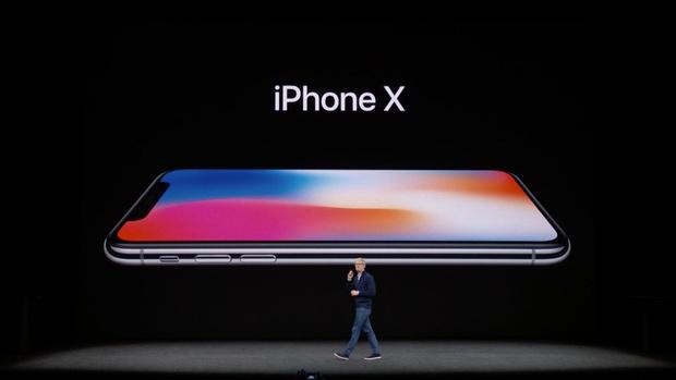 Apple представил iPhone X