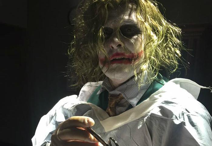 Фото №1 - Доктор принял роды в костюме Джокера!