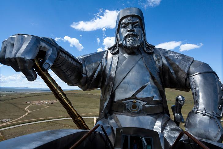 Фото №2 - 50-метровый Чингисхан— самая огромная конная статуя в мире