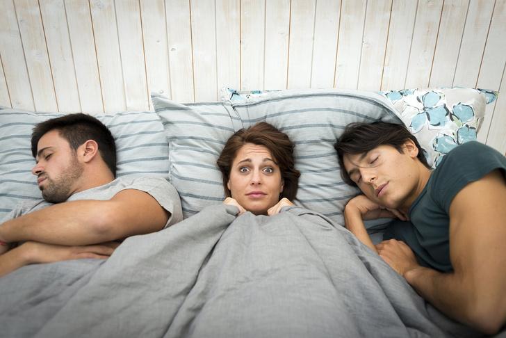 Фото №1 - 6 случаев, когда женщина врет тебе в постели