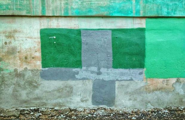 Фото №1 - На домах в Рязани замечены цветные пятна, подозрительно напоминающие дорогущие картины абстрактных экспрессионистов!