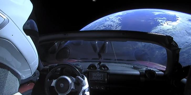 Фото №1 - Мемы и шутки о невероятном запуске в космос личного авто Илона Маска