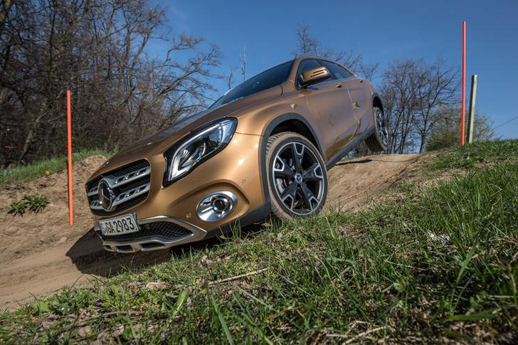 Фото №7 - Лезем на Mercedes GLA туда, куда нельзя