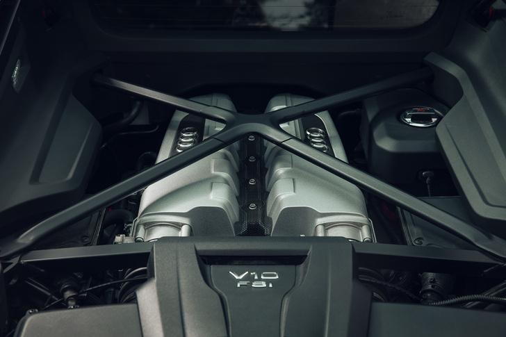 Фото №2 - Главный суперкар Баварии обновили. Мы об Audi R8, если что