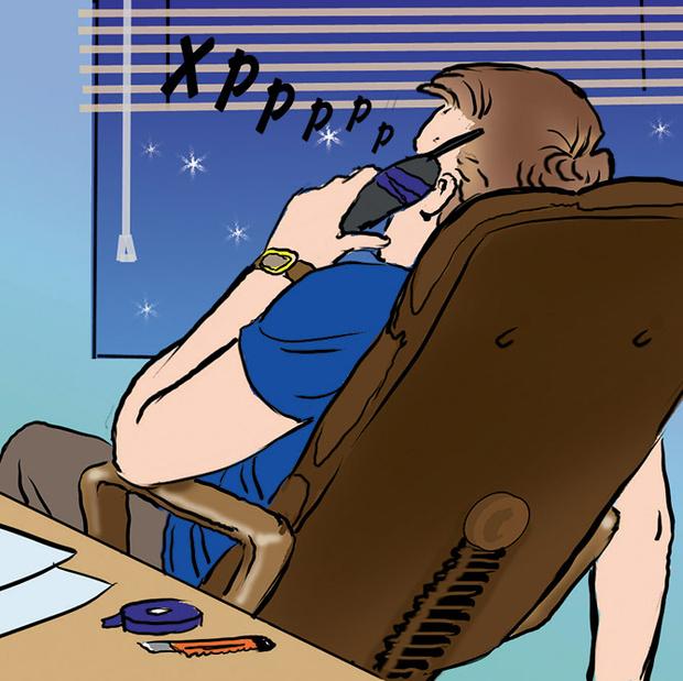 Фото №6 - Как незаметно спать на работе