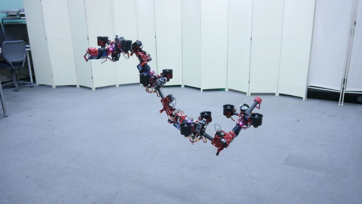 Фото №1 - Японский летающий робот-дракон (ВИДЕО)
