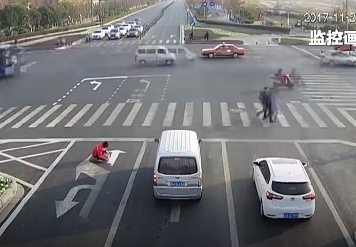 Фото №1 - Пассажир исправил дорожную разметку, чтобы автобусы быстрее проезжали пробку