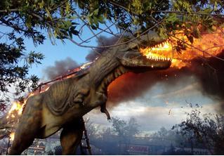 Эпичные кадры из Башкирии: пылающий робот-тираннозавр!