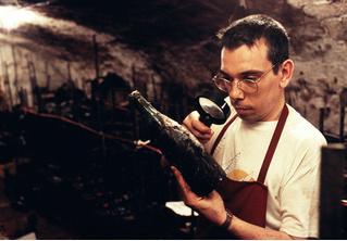 Как определить, что давно стоящее вино еще можно пить