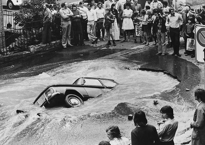 Фото №2 - Как выбраться из тонущего автомобиля