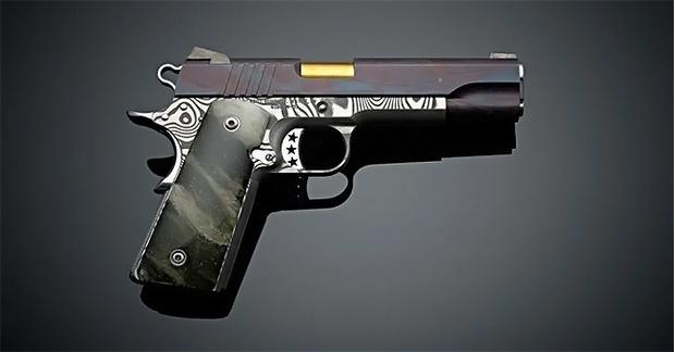 Фото №2 - Оружейники из Cabot Guns сделали пистолет из доисторического метеорита и дамасской стали