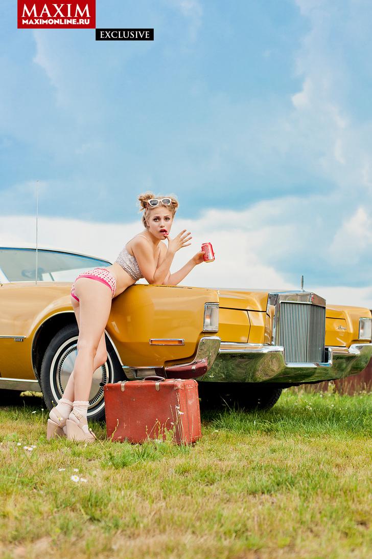 Фото №5 - Виктория «Пупок» Клинкова из сериала «Физрук» — эксклюзивные фотографии для читателей сайта MAXIM!