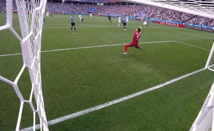 Фото №1 - Ужасная ошибка вратаря — и Франция выходит в полуфинал чемпионата мира!