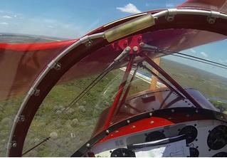 У легкомоторного самолета посреди полета глохнет двигатель (ВИДЕО из глаз пилота)