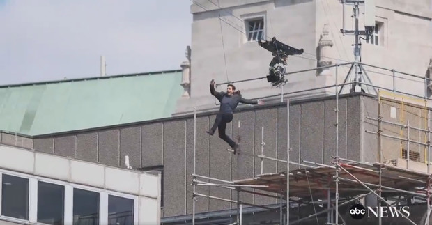 Фото №1 - Том Круз получил травму на съемках «Миссия невыполнима — 6» (видео)