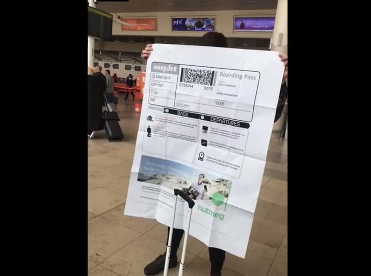 Фото №1 - Парень попросил друга распечатать ему посадочный, и вскоре пожалел об этом. Уморительное ВИДЕО