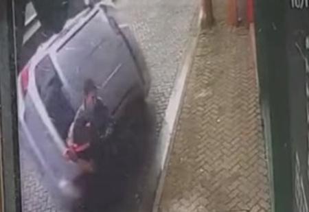 Парень спас девушку и себя от бешено летящего автомобиля (видео)