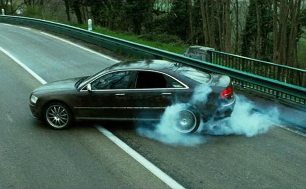 Фото №1 - Почему в фильмах колеса у машин крутятся в обратную сторону?