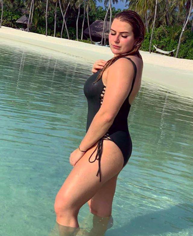 Фото №2 - Дочь Романа Абрамовича выложила свое фото с пляжа на Мальдивах