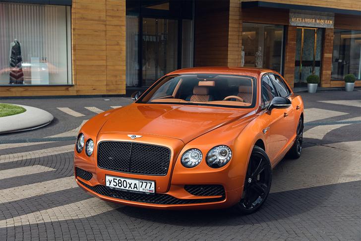 Фото №1 - Cамый быстрый четырехдверный Bentley в истории — Flying Spur W12 S
