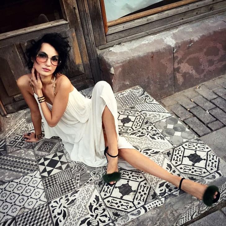 Фото №2 - Красивая и смешная! Питерская актриса Евгения Свиридова сразила нас веселыми видео и ямочками