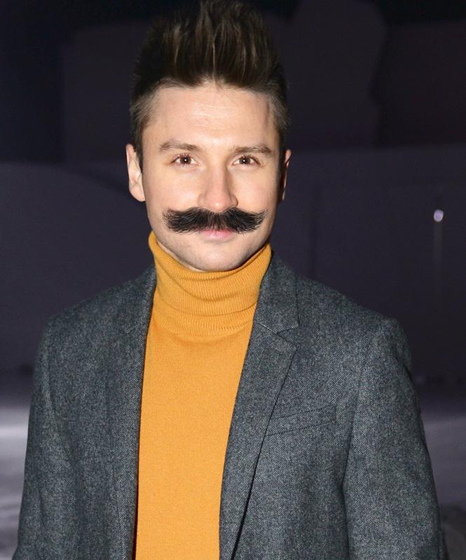 14 певцов, которым подошли бы усы Вилли Токарева