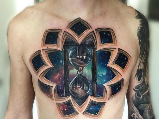 Фото №1 - Мастер делает татуировки, напоминающие оптические иллюзии