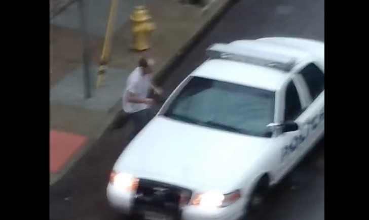 Фото №1 - Мужик почудил-почудил и арестовал сам себя (ВИДЕО)