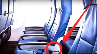 Как поднять подлокотник у прохода в салоне самолета