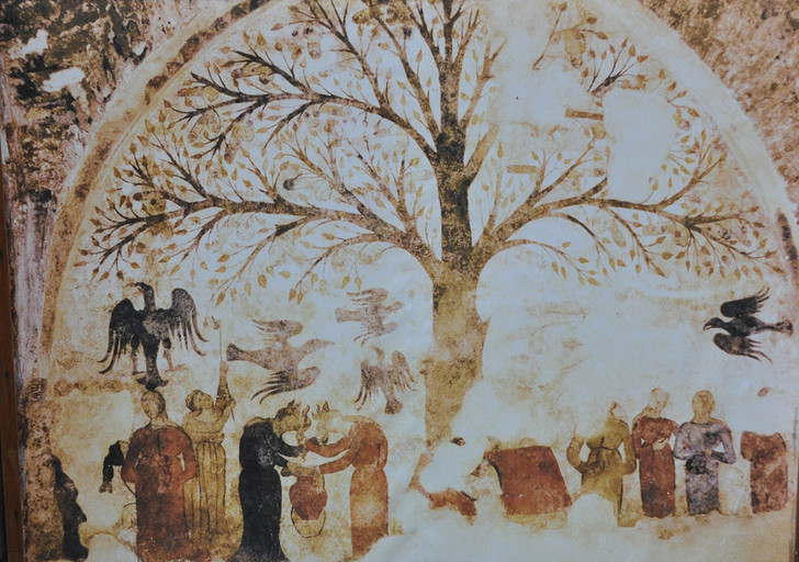 Фото №6 - Пушистый Иисус, Губка Боб, перекошенная нимфа и еще 10 примеров неудачной реставрации
