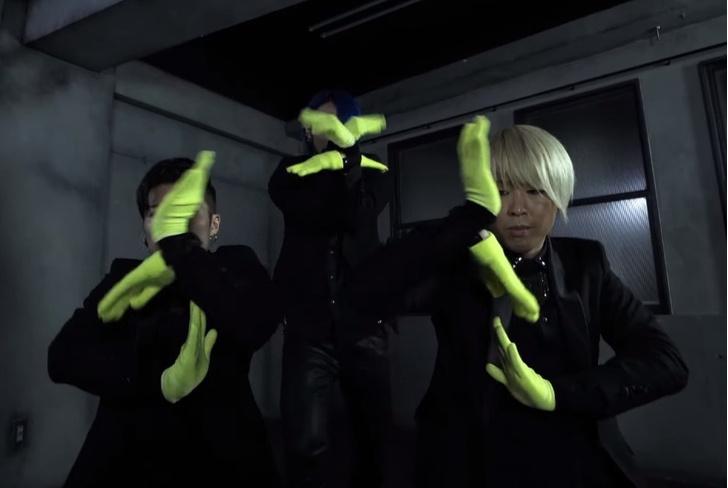Фото №1 - 3 танцора — 10 рук: завораживающее видео от японской группы