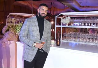 Рэпер Дрейк купил чехол для iPhone за 400 тысяч долларов (фото)