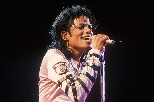 Фото №1 - Вероятно, что на последнем альбоме Майкла Джексона поет не он