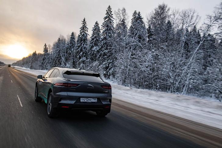 Фото №6 - Электричкой из Москвы до Питера на чистой энергии Jaguar I-Pace