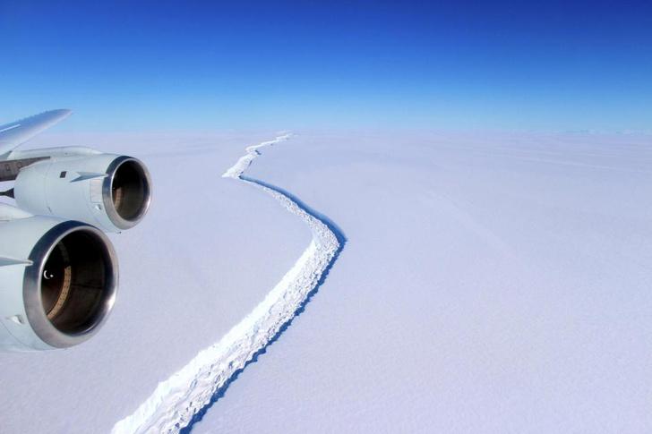 Фото №2 - Айсберг размером с две Москвы откололся от Антарктиды