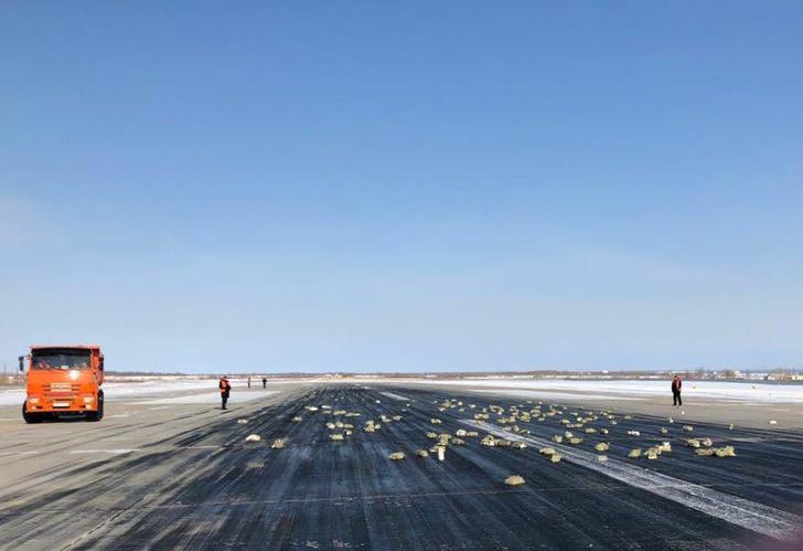 Фото №4 - В Якутске самолет, взлетая, растерял слитки золота и серебра! (растерянные ФОТО и ВИДЕО)