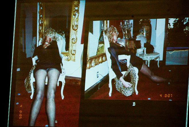 Тело Ланы Кларксон на экране во время судебного процесса над Филом Спектором
