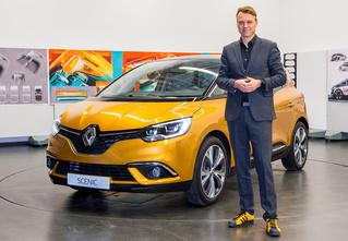 Почему все следят за цветом кроссовок главного дизайнера Renault?